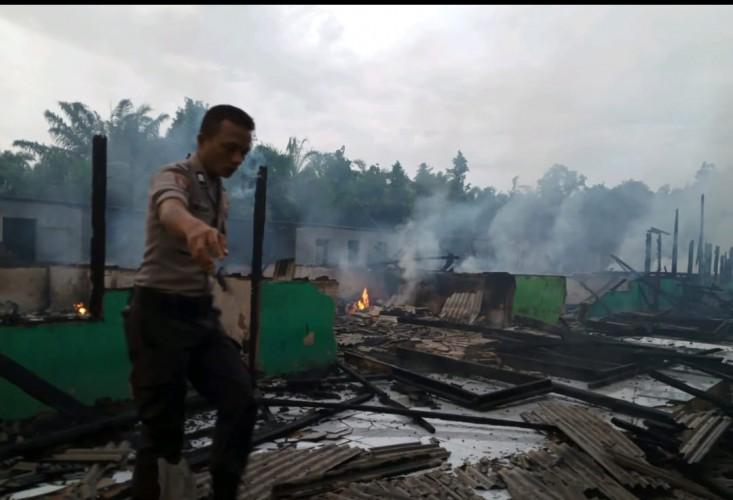 Belasan Bangunan Asrama Ponpes Irsadul Ibat II Ludes Terbakar