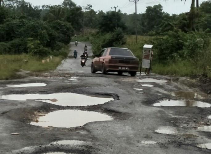 Belum Setahun Diperbaiki, Jalan Provinsi Simpang Gayam-Simpang Lima Rusak Lagi