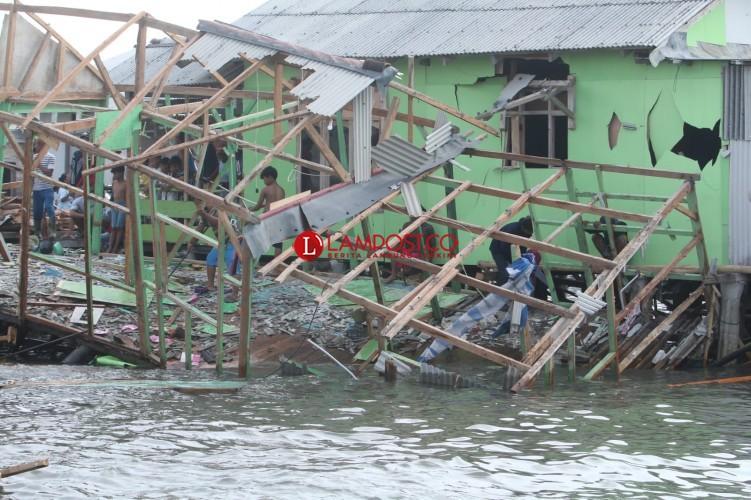 Bencana Alam Bayang-bayangi Warga Kangkung