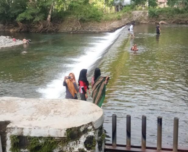 Bendungan Way Krui Mulai Ramai Didatangi Wisatawan Lokal
