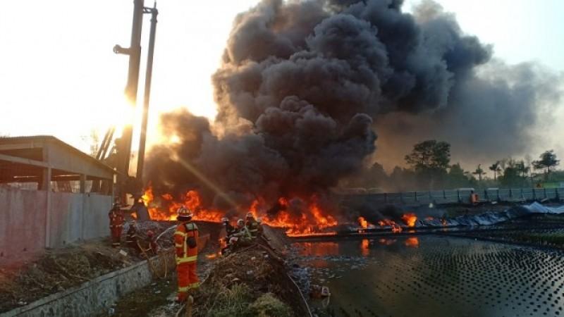 Benturan Alat Berat Kereta Cepat Diduga Penyebab Kebakaran Pipa Pertamina