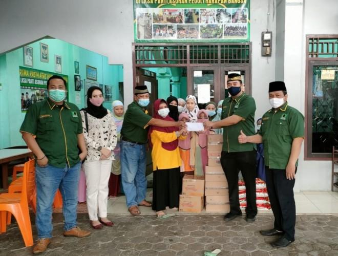 Berbagi Kebahagiaan Ramadan, Barikade Gus Dur Lampung Salurkan Santunan ke Anak Yatim dan Bagi-bagi Takjil