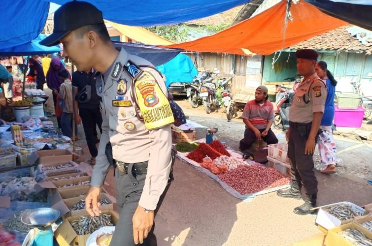 Beri Rasa Aman, Polsek Kasui Patroli di Pasar