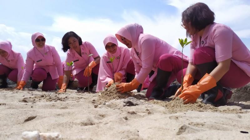 Bhayangkari Lampung Targetkan Tanam Sejuta Pohon