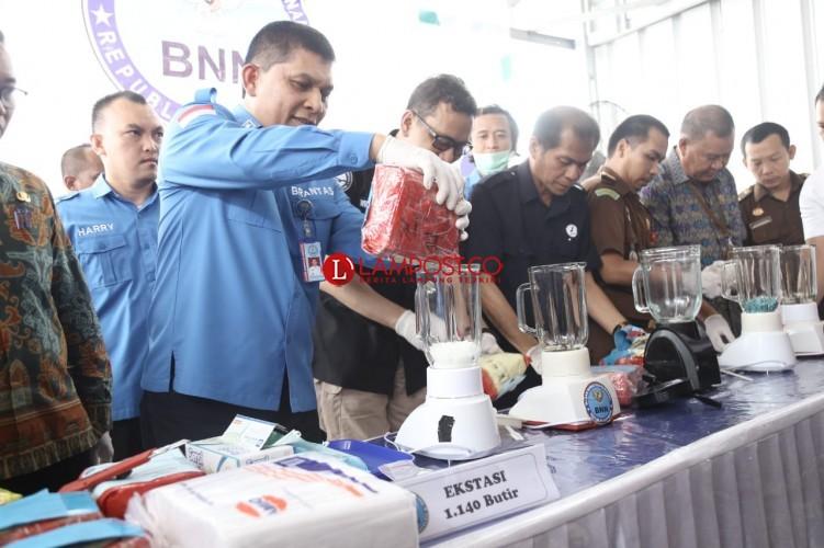 BNN Lampung Musnahkan 16 Kg Sabu dan 1.140 Ekstasi