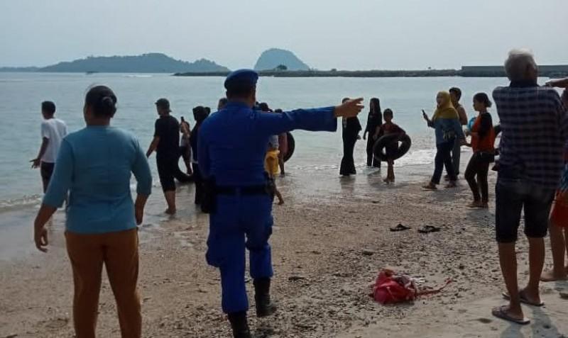 Bocah 10 Tahun Tenggelam di Pantai Selaki