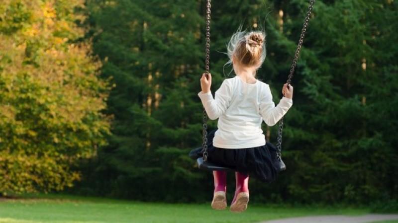 Bocah 3 Tahun di Penengahan Tewas Ditabrak Minibus Saat Main Ayunan