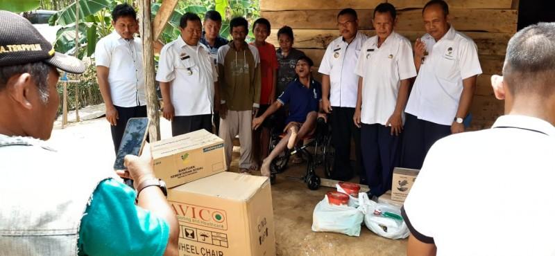 Bocah Penderita Lumpuh Layu di Tubaba Dapat Bantuan Kursi Roda dan Sembako