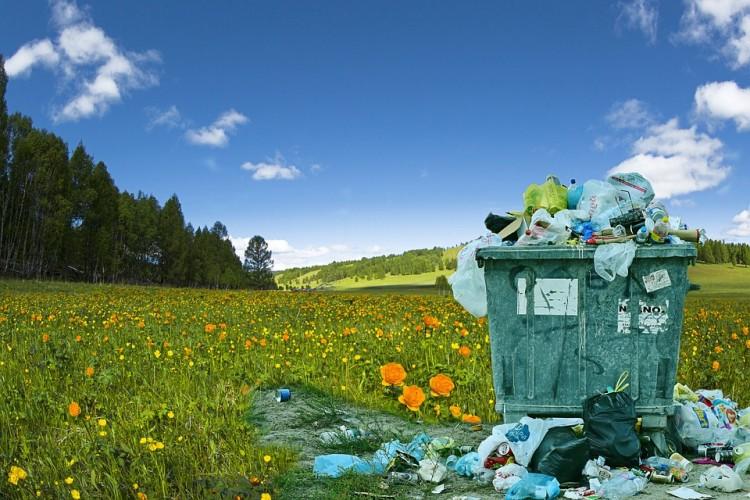 Bom Waktu Sampah Plastik