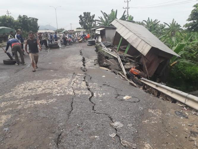 BPBD Kesulitan Evakuasi Barang Korban Longsor <i>Bypass</i>