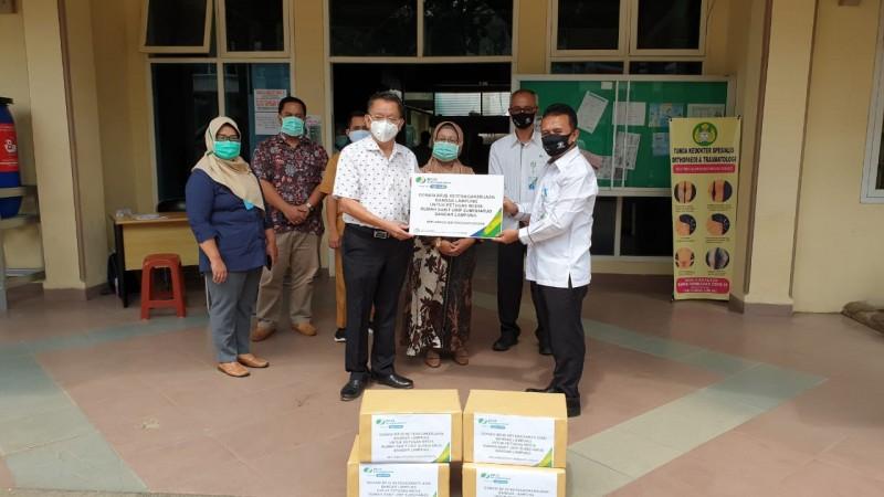 BPJamsostek Bandar Lampung Salurkan Bantuan Masker ke RS Urip Sumoharjo