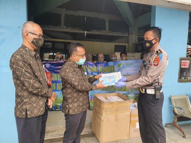 BPJamsostek Salurkan 5.000 Masker Bersama Ditlantas Polda Lampung
