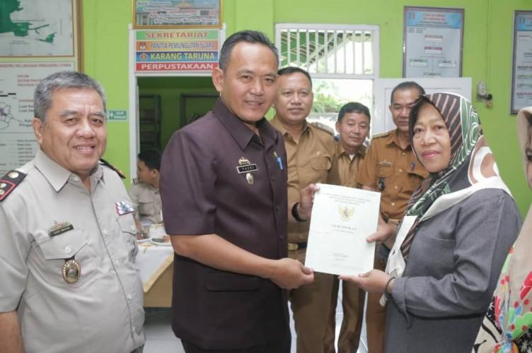 BPN Bagikan Sertifikat Tanah kepada Warga Pringsewu