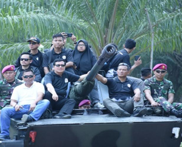 Brigif 4 Marinir/BS Latih Mahasiswa Teknokrat Bela Negara