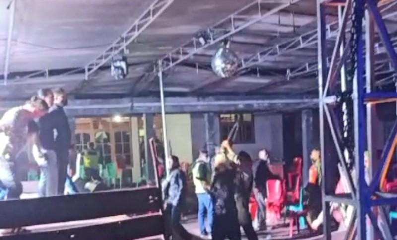 Bubarkan Massa dengan Rentetan Tembakan ke Udara, Ini Alasan Polisi