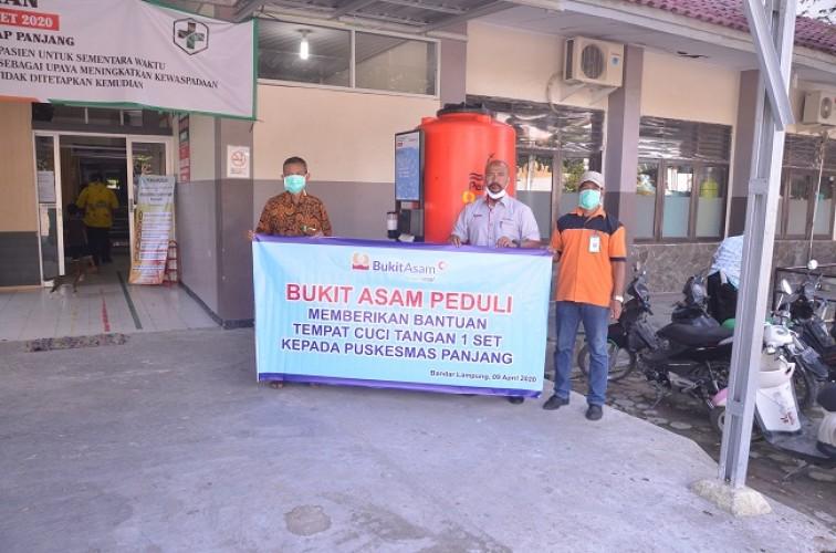 Bukit Asam Unit Tarahan Salurkan Ribuan Paket Sembako dan Masker Gratis