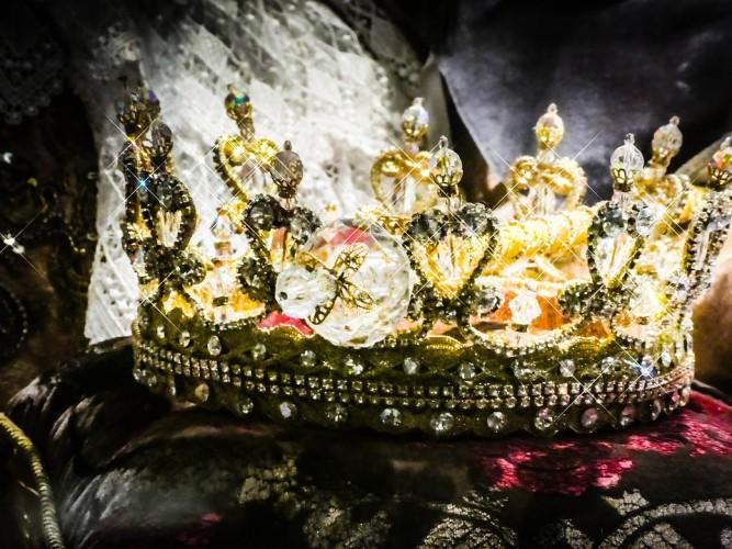 Buktikan Status Anak Raja