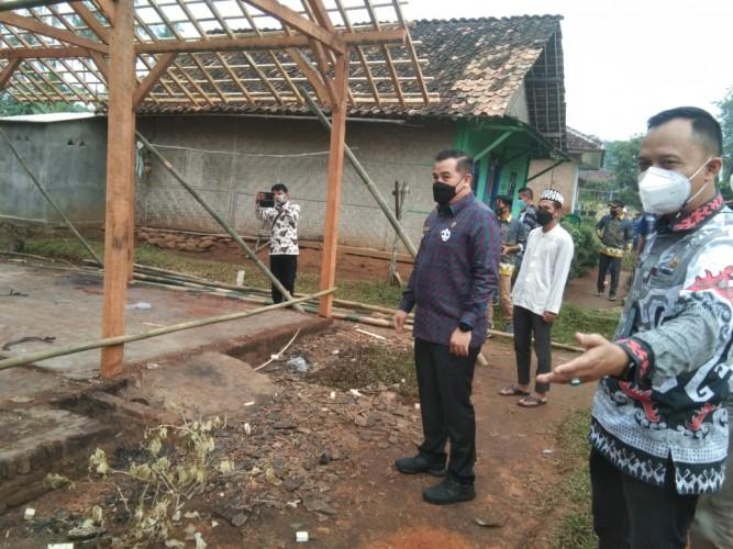 Bupati-Baznas Pesawaran Bantu Bangun Kembali Rumah Korban Kebakaran