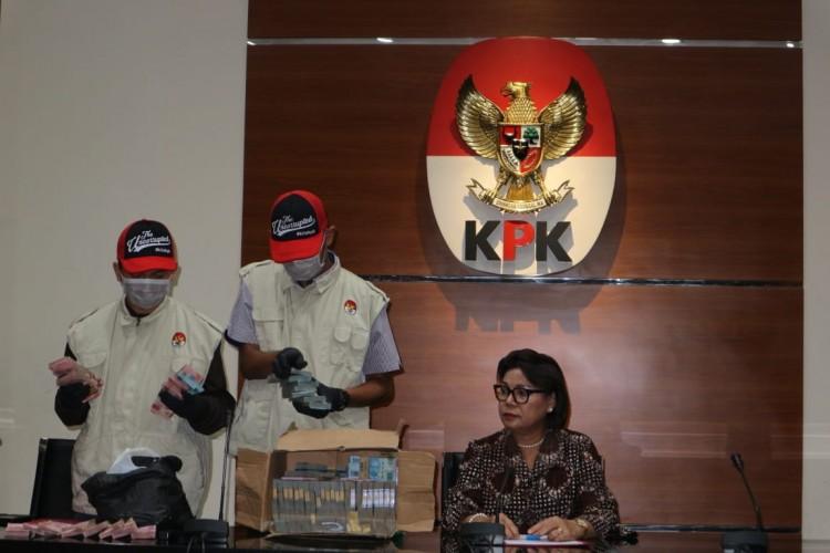 Bupati Lampung Utara Tertangkap OTT KPK di Rumah Dinas