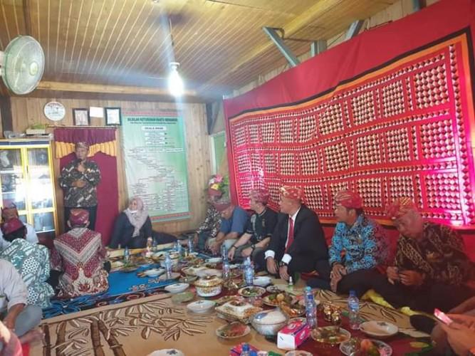 Bupati Lamsel Bersilaturahmi dengan Tokoh Adat Sai Batin Lima Marga
