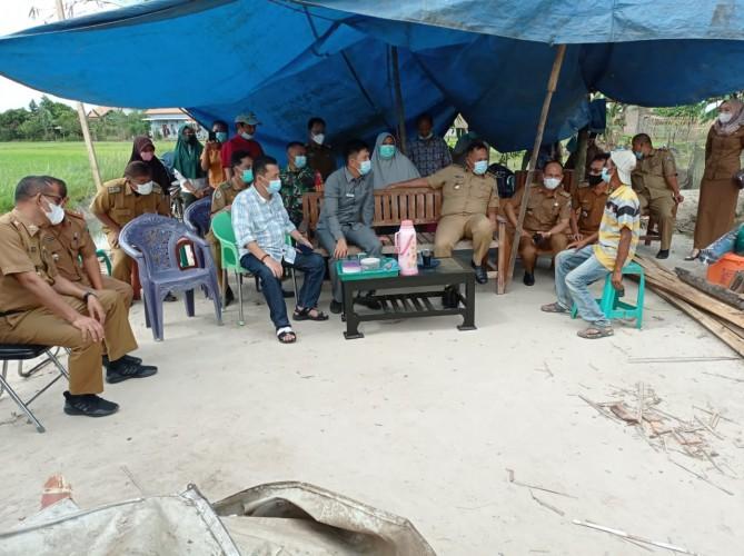 Bupati Lamsel Kunjungi Warga yang Rumahnya Roboh di Natar