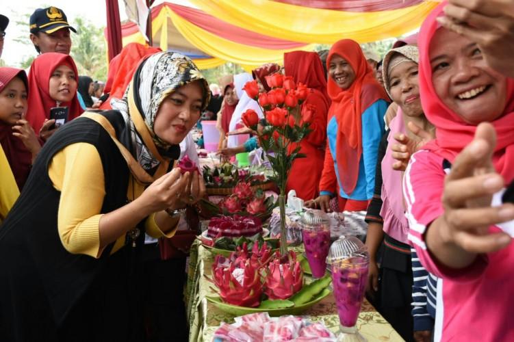 Bupati Lamtim Buka Festival Buah Naga