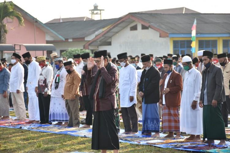 Bupati Lamtim Imami Salat Id di Lapangan Merdeka Sekampung