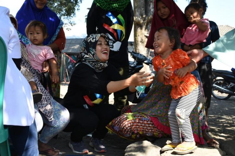 Bupati Lamtim Lakukan Bakti Sosial dan Trauma Healing pada Anak-anak Korban Gempa Lombok