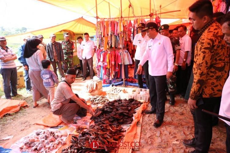 Bupati Parosil Sidak Bahan Pokok di Pasar Sekincau