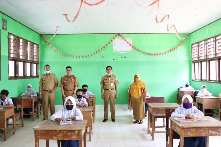 Bupati Pesisir Barat Agus Istiqlal Ingatkan Para Guru