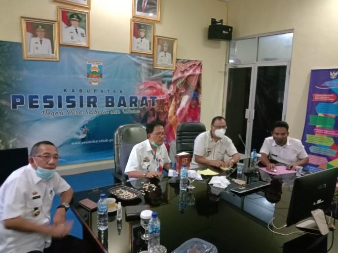 Bupati Pesisir Barat Apresiasi Penerbitan Buku Lampung Post
