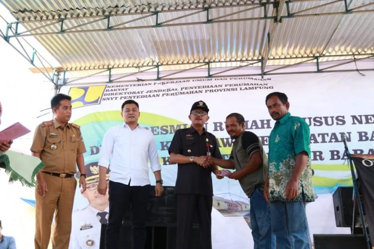Bupati Pesisir Barat Resmikan Perumahan Khusus Nelayan di Bangkunat