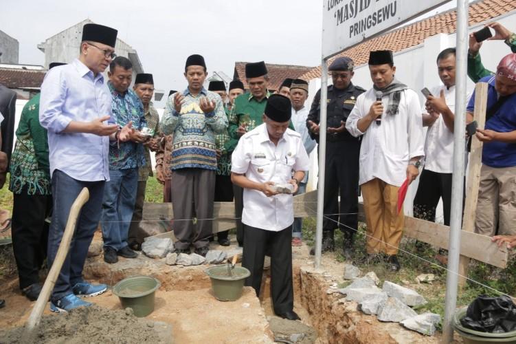 Bupati Pringsewu-Ketua MPR Letakkan Batu Pertama Pembangunan Masjid Taqwa
