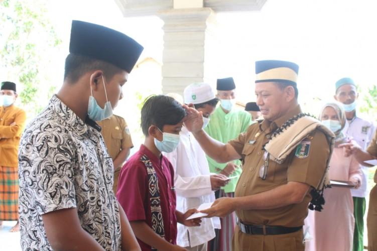 Bupati Salurkan Bantuan Masjid dan Musala di Bandar Sribhawono