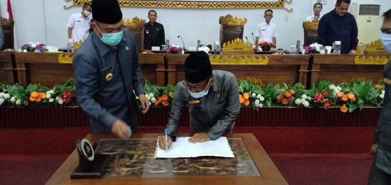 Bupati Tubaba Sampaikan LKPJ APBD dalam Paripurna DPRD