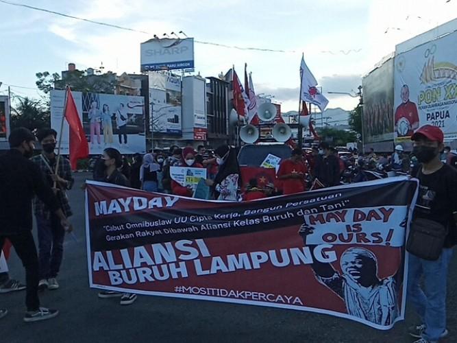 Buruh di Lampung Gelar Aksi Diam