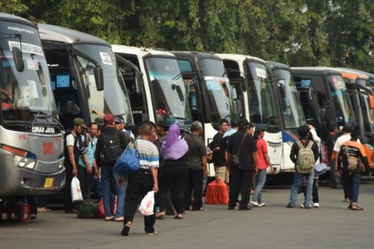 Bus Nakal Angkut Pemudik Dikandangkan