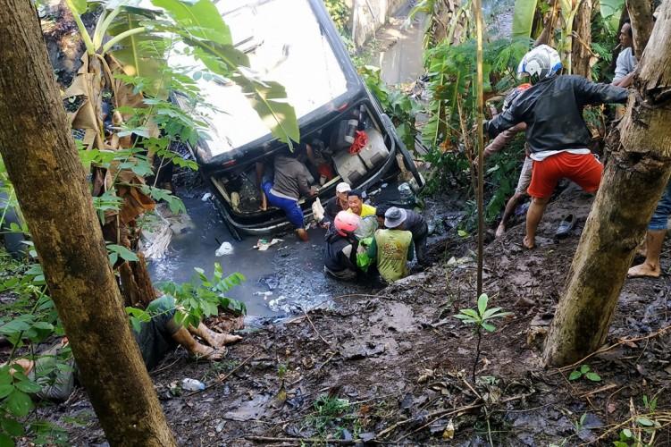 Bus Rombongan Guru TK Terguling Renggut 5 Nyawa