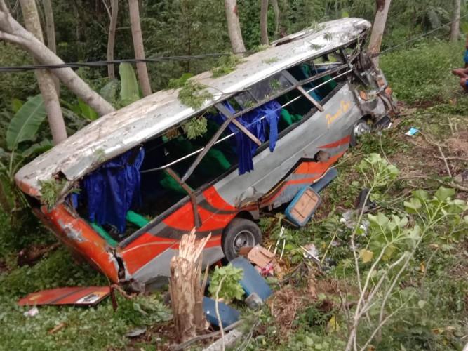 Bus Rombongan Pelajar SMAN 1 Metro Terjun ke Jurang