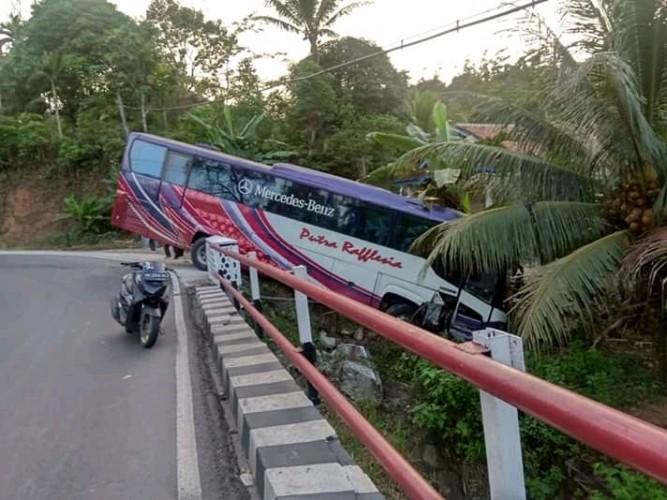Bus Rombongan Santri Ponpes Duta Hadist Alami Kecelakaan