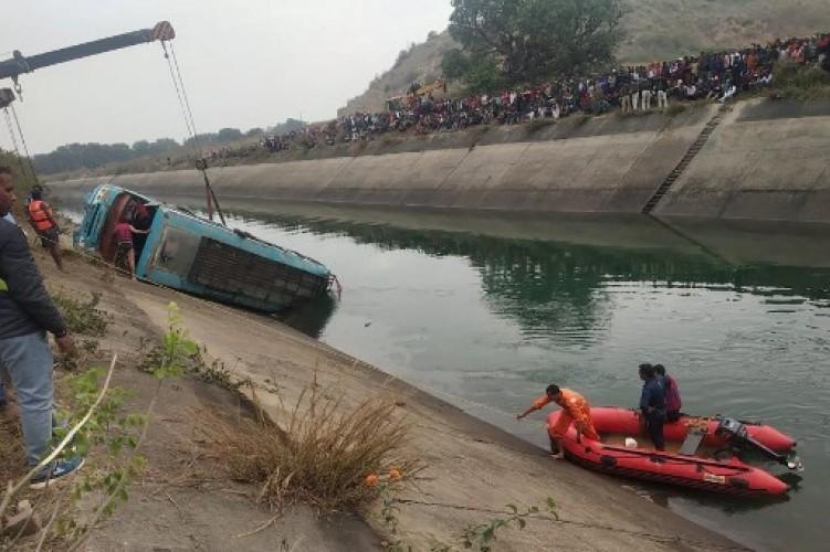 Bus Terjun ke Sungai di India, 40 Orang Tewas