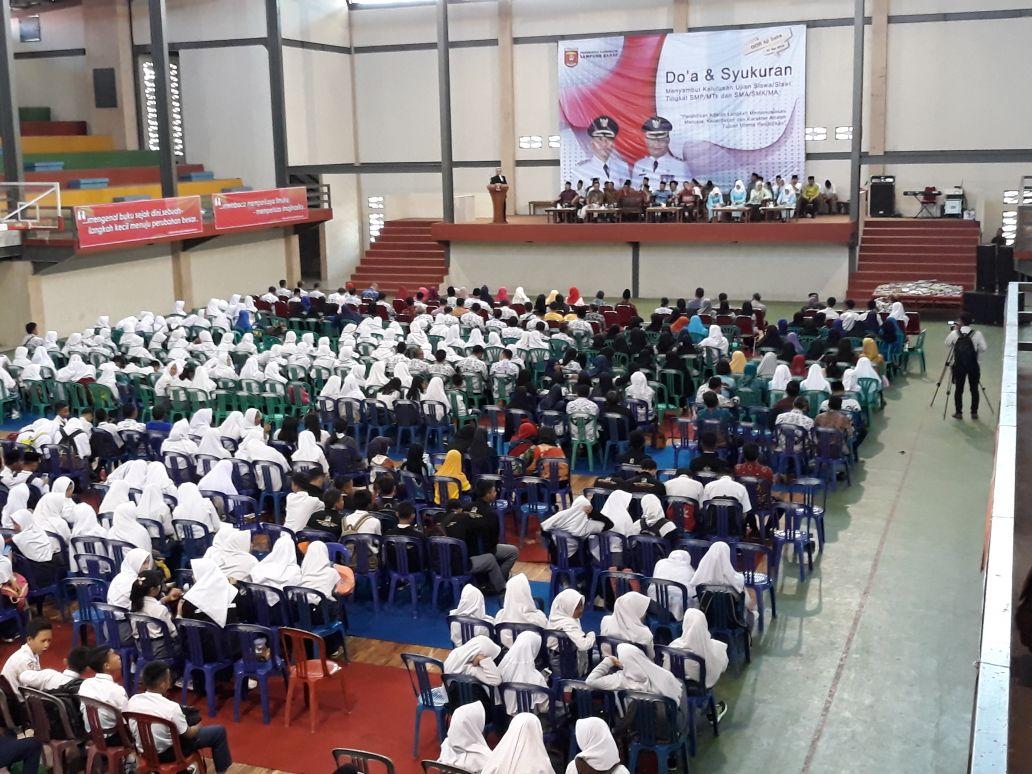 Ratusan Siswa SMP/SMA Lampung Barat Gelar Doa Bersama Sambut Pengumuman Kelulusan