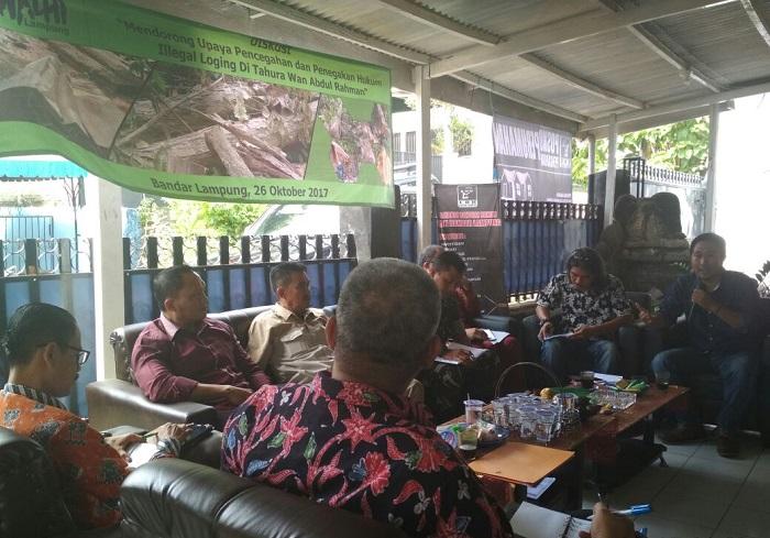 LBH Gelar Diskusi Kasus Illegal Logging di Tahura Wan Abdul Rachman