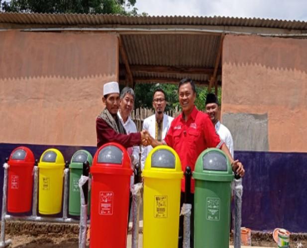CCAI Salurkan Beasiswa Pendidikan dan Prasarana Sanitasi