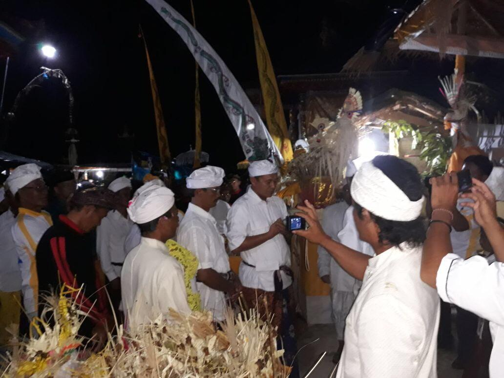 Bupati Mustafa Ngenteg Linggih Bareng Umat Hindu