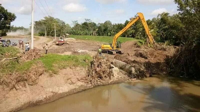 Cegah Banjir, BBWSMS Benahi TanggulPenangkis Way Sekampung