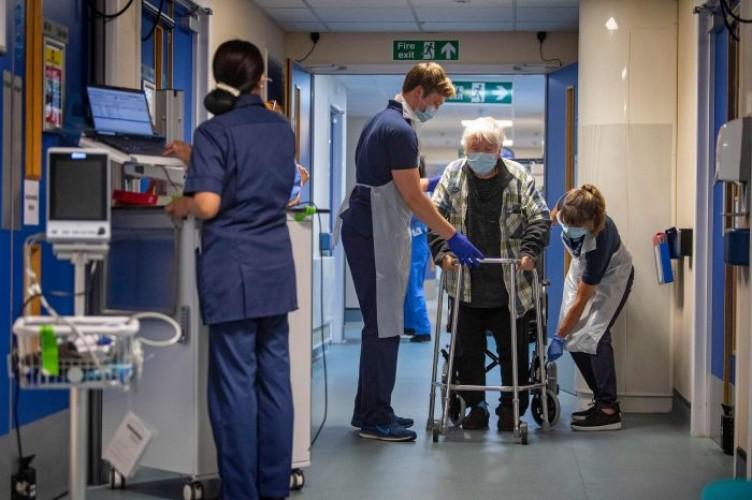 Cegah Covid-19, Perawat di Inggris Kampanye Berbahasa Indonesia
