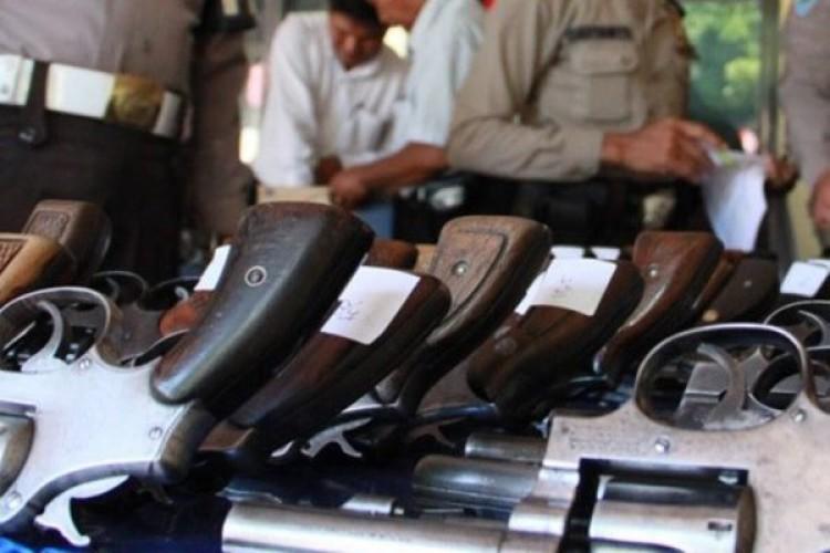 Cegah Penyalahgunaan Senpi, Propam Polresta Bandar Lampung Cek Senjata Api Personel