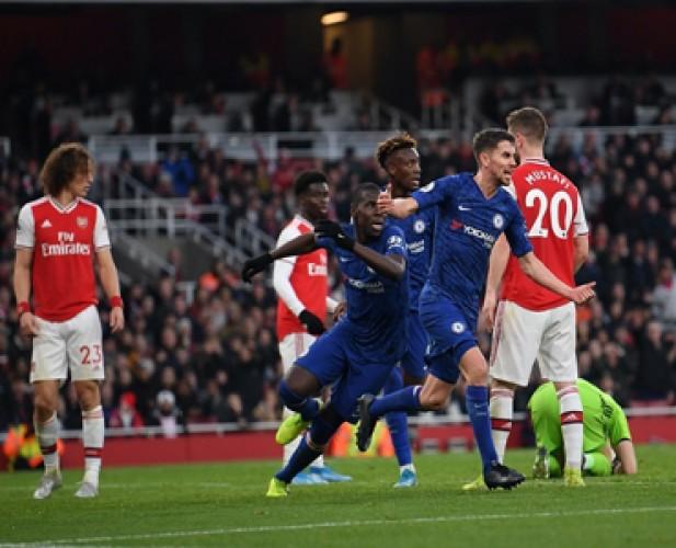 Chelsea Permalukan Arsenal di Emirates Stadium