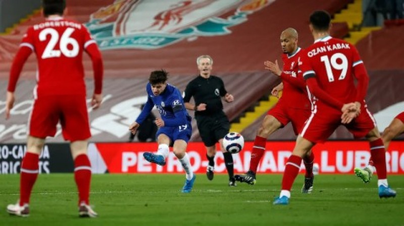 Chelsea Tundukkan Liverpool di Anfield